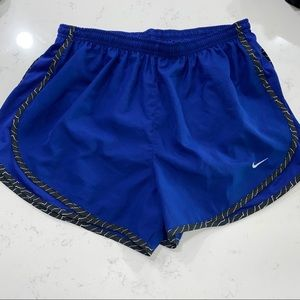 Nike tempo shorts women Size Large